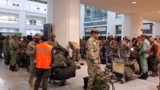 Los militares rondeños, a la espera de embarcar en el vuelo de Air Europa con destino a Mali // CharryTV