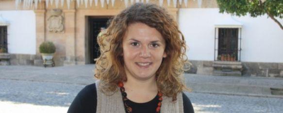 Teresa Valdenebro, a las puertas del Consistorio rondeño  // CharryTV