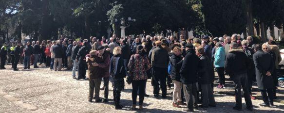 Unos 200 rondeños se concentran para exigir al Gobierno unas pensiones dignas, La plataforma ciudadana que ha convocado el acto anuncia movilizaciones todos los miércoles a las doce del mediodía en Duquesa de Parcent , 21 Mar 2018 - 15:42