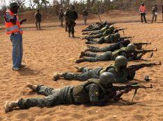 Ejercicio de instrucción de tiro con los soldados malienses  // CharryTV