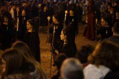 Las Damas Goyescas acompañaron a la Hermandad del Huerto ataviadas con el traje de mantilla  // Juandi Velasco
