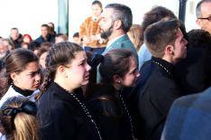 Jóvenes hermanos del Santo Entierro, tristes tras confirmarse que no se realizaría la estación de penitencia  // CharryTV