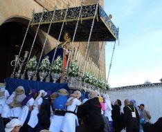 Costaleras de la Virgen de Loreto, en la salida desde el templo del Espíritu Santo  // CharryTV