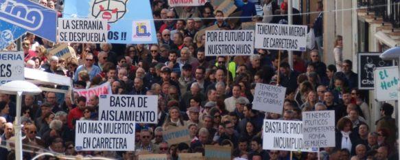 La manifestación por la autovía congrega a 4.000 personas según la Policía Nacional, Miles de serranos han secundado la convocatoria de la plataforma…, 29 Apr 2018 - 14:47