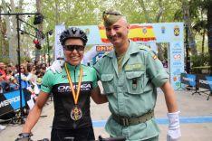 La neerlandesa Agnieta Francke, junto al director técnico de la prueba, el teniente coronel Fernando Sánchez // CharryTV
