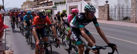 El italiano Elia Viviani se impone en la tercera etapa de La Vuelta, que atravesó Ronda, Cientos de personas han acompañado al pelotón, que ha recorrido…, 27 Aug 2018 - 18:35