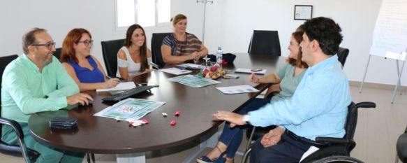 Durante su visita, el Director General de Personas con Discapacidad de la Junta de Andalucía ha intercambiado impresiones con los profesionales del centro acerca de sus recientes cambios // CharryTV