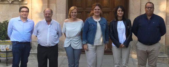 De izquierda a derecha, David Verdú, Rafael Cañestro, Mª José Sánchez, Teresa Valdenebro, Emilia Garrido y José Luis Gamarro  // CharryTV