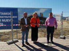 Carlos Zamudio, a la derecha, junto a la alcaldesa Teresa Valdenebro y el edil de Obras, Francisco Márquez // CharryTV