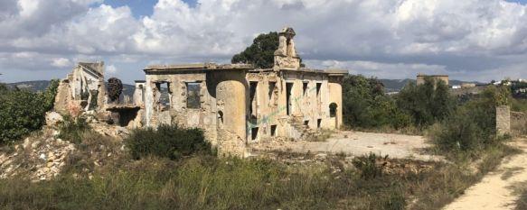 Nuevo paso para la construcción de un hotel de cinco estrellas en la Casa Rúa, La propuesta de un cambio de uso en los terrenos desatascaría el proceso, que cumple ya más de tres décadas de litigios entre Ayuntamiento y Junta de Andalucía, 09 Oct 2018 - 18:25