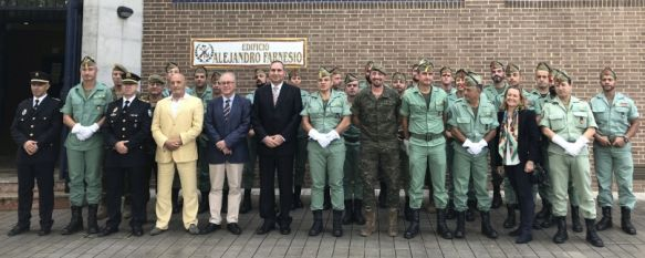Los alumnos del curso, junto a mandos militares, representantes del SEPE y varios docentes  // Manolo Guerrero