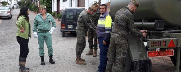 La Legión suministrará 4.000 litros de agua potable a los vecinos de Benaoján, Entre 8 y 10 legionarios han transportado al municipio dos camiones cuba para abastecer a los benaojanos que no disponen de agua potable desde el domingo, 23 Oct 2018 - 19:56