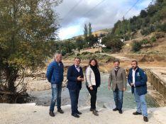 El consejero de Medio Ambiente, ha visitado los Molinos del Tajo de Ronda junto con el delegado provincial en este área, la alcaldesa de Ronda y el delegado de Obras del Ayuntamiento de Ronda. // CharryTV