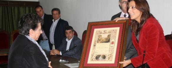 Manuela León, nombrada Ciudadana del Año por la F.A.V. Arunda, El acto tuvo lugar en el Salón de Plenos del Ayuntamiento de Ronda, 31 Oct 2011 - 17:36