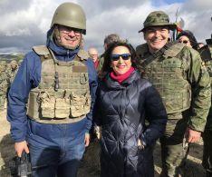 Junto a la Ministra de Defensa, Margarita Robles y el coronel jefe del 4º Tercio, Ramón Armada  // Miguel Temprano