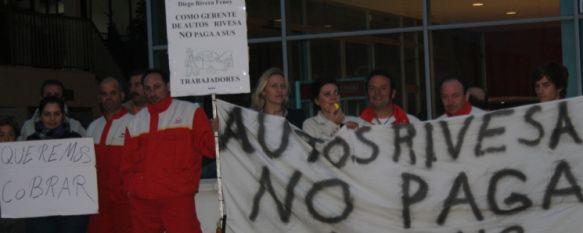 Los trabajadores de Autos Rivesa, en huelga por impagos, El gerente del concesionario, Diego Rivera, achaca la situación a la importante reducción de ingresos que ha sufrido SEAT Rivesa, 03 Nov 2011 - 16:49