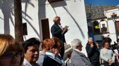 Durante el acto de homenaje a la víctima han dado lectura a un manifiesto contra la violencia de género. // Ani González