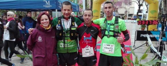 La delegada de Deportes, María José Sánchez, junto a los tres primeros clasificados de la ultra trail // CharryTV
