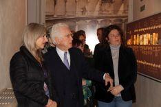 Patricia del Pozo, visitando la nueva sala de la Real Maestranza de Ronda junto a Rafael Atienza y la alcaldesa, Teresa Valdenebro // CharryTV