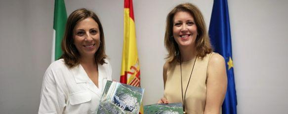 La alcaldesa entrega el documento de planificación para la puesta en valor de Acinipo, Mª Paz Fernández ha mantenido un encuentro en Málaga con la delegada provincial Carmen Casero  , 26 Jun 2019 - 18:00