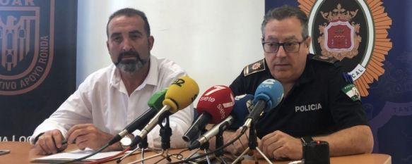 Miguel Ángel Aranda, a la derecha, acompañado por el edil de Seguridad  // CharryTV