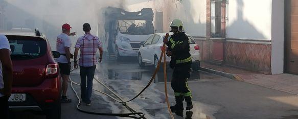 La policía trata de detener a un individuo que ha incendiado varios vehículos en Ronda, El sujeto, que está empleando pastillas de encendido para barbacoas,…, 03 Jul 2019 - 21:03