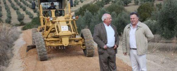 Comienzan las mejoras de los caminos agrícolas de nuestro término municipal, Se actuará sobre 40 kilómetros gracias a un acuerdo con el Consorcio Provincial de Maquinaria, 08 Nov 2011 - 16:30