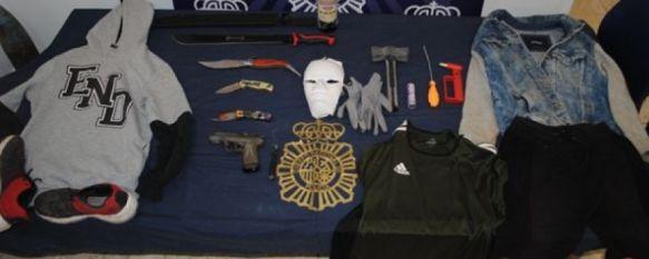 Detenidos tres jóvenes, uno de ellos menor de edad, que robaron en comercios de Ronda, Los agentes de la Policía Nacional les han intervenido herramientas, cuchillos, guantes o una careta que empleaban en la comisión de los delitos , 29 Jul 2019 - 19:41