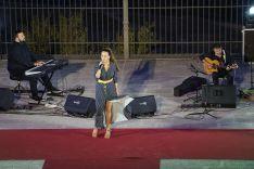 La cantante rondeña María Villalón durante el concierto que clausuró el acto. // CharryTV
