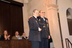 El subinspector José María García ha recibido la Cruz al mérito policial con distintivo blanco. // CharryTV