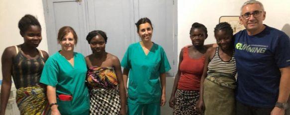 En la imagen la supervisora de Enfermería de Urgencias, Rocío Gamarro, y la enfermera Anna María Janot, en el Hospital de Boma.  // CharryTV