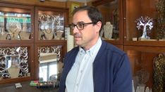 El gemólogo rondeño Manuel León se siente orgulloso de haber recibido el encargo de una tasación tan trascendente. // CharryTV