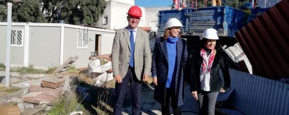 Esta mañana ha comenzado la retirada de escombros de las instalaciones el antiguo hospital comarcal. // CharryTV