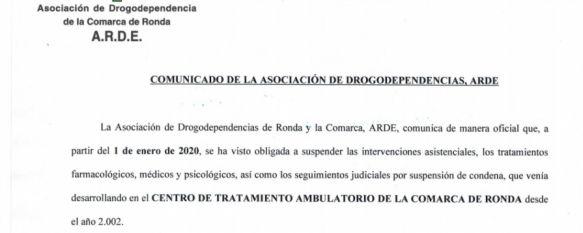 La presidenta de ARDE denuncia la falta de información que impide a los profesionales de la asociación orientar a los usuarios sobre la continuidad de sus tratamientos. // CharryTV