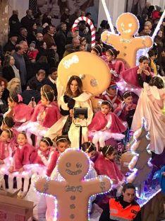 La carroza de las alumnas de la escuela BD Danza durante la Cabalgata. // CharryTV