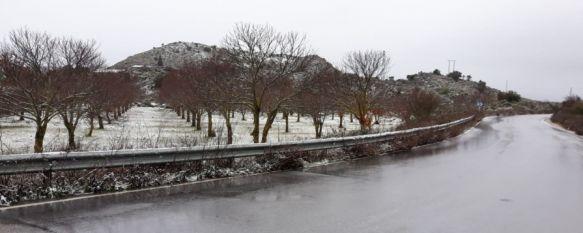 Diputación moviliza a los equipos de mantenimiento de carreteras tras la nevada en la Serranía, Los técnicos se han desplazado hasta los municipios afectados, donde la nieve ya se ha disuelto con la lluvia y el aumento de temperaturas, 17 Mar 2020 - 12:03