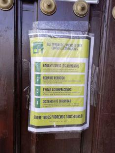 Los locales de barrio promueven el cumplimiento de las medidas de prevención para evitar la propagación del coronavirus. // CharryTV