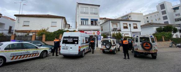 Los voluntarios de la organización se han encargado de distribuir material de protección para ciudadanos expuestos al contagio. // CharryTV