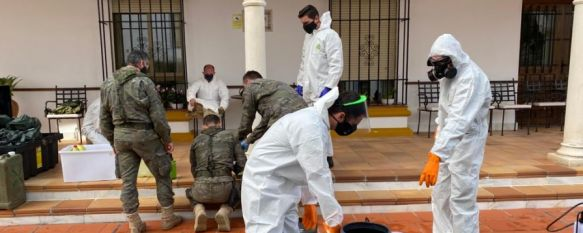 La Legión y militares de la base El Copero desinfectan residencias de mayores de Ronda