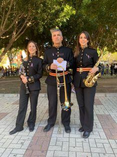 Marta, Eleuterio y Paloma comparten su pasión por la música y la Semana Santa. // Paloma Tapia