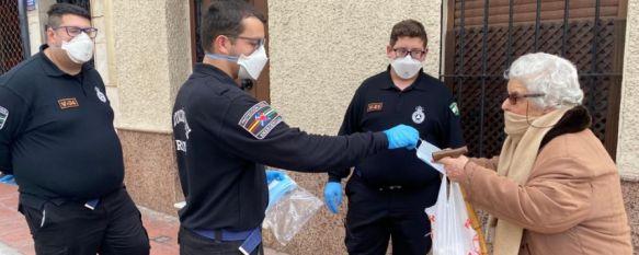 El Ayuntamiento compra 50.000 mascarillas que están siendo repartidas en la ciudad, Este material se suma al que ha sido enviado desde diversas administraciones con el objetivo de frenar el avance del coronavirus, 16 Apr 2020 - 16:54