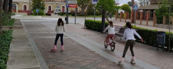 Los menores de 14 años salen por primera vez a la calle tras 43 días de confinamiento, Pueden realizar paseos de una hora, entre las 9 de la mañana y las 9 de la noche, acompañados por un adulto y a un kilómetro de distancia de su hogar, 26 Apr 2020 - 14:14