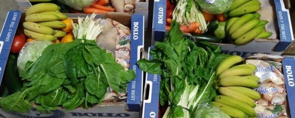 Frutas y verduras para las familias necesitadas de Ronda , Un grupo de rondeños, con el apoyo de la Real Hermandad del Santo Entierro, se ha organizado para complementar la ayuda que prestan varias asociaciones locales, 27 Apr 2020 - 21:01