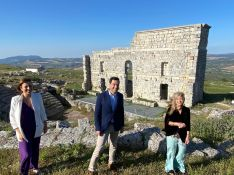 Moreno ha visitado el yacimiento arqueológico de Acinipo, donde se ejecutan labores de rehabilitación y puesta en valor. // CharryTV
