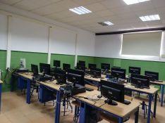 La escuela ofrece dos niveles de informática en horario de mañana y tarde. // CharryTV