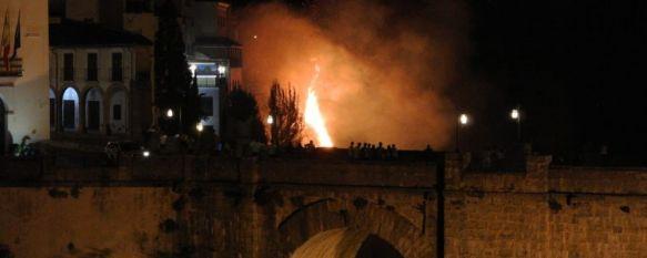 Dos dotaciones de Bomberos extinguen un incendio en las cornisas del Tajo , Las llamas, cuyo origen investiga la Policía Nacional, afectaron a unos 2.000 metros cuadrados de vegetación en la terraza del Restaurante Duquesa de Parcent , 22 Jun 2020 - 11:02
