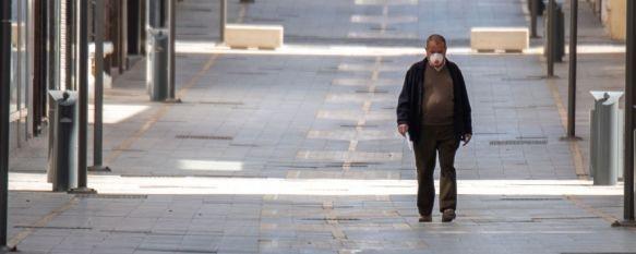 El uso de mascarilla es obligatorio en ciudadanos mayores de seis años en espacios públicos, mientras no puedan mantener una distancia mínima de un metro y medio con otra persona. // CharryTV