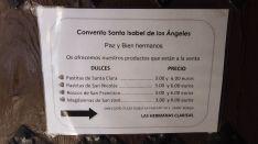 Los dulces que elaboran las hermanas pueden adquirirse en cajas por valor de tres y seis euros. // Juan Velasco