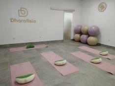 El centro cuenta con una amplia sala que servirá para impartir talleres y atender a varios pacientes. // Dharafisio