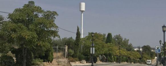 Vecinos de la zona alertaron a los responsables municipales sobre la presencia de la antena, de grandes dimensiones y que afecta, además, al impacto visual de un área que podría declararse como BIC. // Nacho Garrido